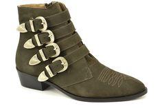 Buckle boots van het merk Toral. We like! €189,95 #toral #shoes #enkellaarsjes #buckleboots