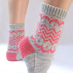 Worked partly in stockinette stitch and partly in a simple stranded colorwork pa. Knitting Socks, Hand Knitting, Knitted Hats, Knitting Patterns, Knit Socks, Crochet Quilt, Crochet Slippers, Knit Crochet, Cozy Socks