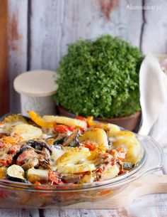 Baked Potatoes with Mushrooms. Easy and delicious everyday side dish Cheesy baked potatoes with wild mushrooms and vegetables. (in English and Polish) Potato Rice, Potato Salad, Colorful Vegetables, Veggies, Wild Mushrooms, Stuffed Mushrooms, Side Recipes, Dinner Recipes, Casserole Recipes