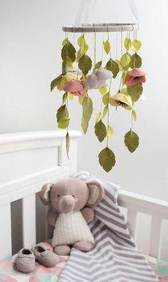Diy mobile pour enfant deco estivale fleur et feuille