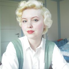 The hair and beauty post by Johanna Öst. The best pin curl guide on the interne… - Beatiful Hairstyle How To Curl Short Hair, Short Hair Updo, My Hairstyle, Long Curly Hair, Wavy Hair, Blonde Hair, Pin Up Hair, Cut My Hair, 1940s Hairstyles Short
