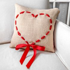 Make a decorative burlap Valentine's Day pillow. Burlap can be used for many projects but its loose weave makes it the perfect material for this project. Owl Pillow, Heart Pillow, Pillow Embroidery, Hand Embroidery, Pijama Batman, Burlap Pillows, Decorative Pillows, Sewing Hacks, Sewing Projects