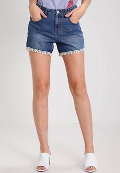 VMBE THIRTEEN - Shorts di jeans - medium blue denim. #denim #fashion #moda #jeans #giacche di jeans Lunghezza:extra corto. Chiusura:Cerniera nascosta. Tasche:Tasche posteriori,Tasche laterali. Lunghezza interna della gamba:11 cm nella taglia 42. Vestibilità:Normale. Altezza del modello:La persona...