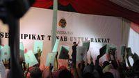 Jokowi Bagikan Ribuan Sertifikat Tanah Gratis untuk Warga Garut - http://redaksi.id/jokowi-bagikan-ribuan-sertifikat-tanah-gratis-untuk-warga-garut/