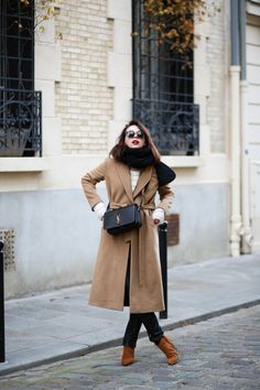 The Brunette - Camel & chic outfit