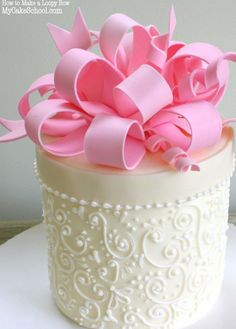 Learn to make a gorgeous Loopy Bow in MyCakeSchool.com's cake decorating video! {Member Section} Online Cake Classes & Recipes!