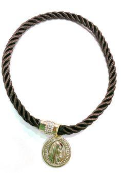 collar de cordon con cierre de circonitas y moneda disponible en https://www.facebook.com/pages/El-Taller-De-Adrian/349852258443401?ref=hl