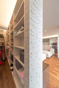 【公式:ダイワハウスの注文住宅サイト】建築事例・実例を住まい方別にご覧いただけます。「光あふれるLDKで子育てを楽しむ共働きご夫婦の家」 Interior Design Living Room, Living Room Decor, Walk In Closet Design, Apartment Design, Modern House Design, Storage Spaces, Home Decor, Basements, Kitchen Cabinets
