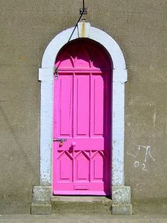 Where is this pink door? I need to find it!