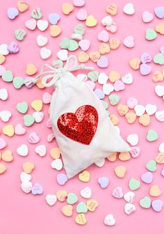 These #DIY treat bags feature applique hearts from Etsy. Five minutes and an iron are all you need to make your own.