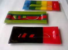 vitrofusion utilisima - Buscar con Google Fused Glass Plates, Fused Glass Art, Ceramic Plates, Stained Glass, Glass Fusing Projects, Bee Creative, Plates And Bowls, Small Plates, Glass Beads