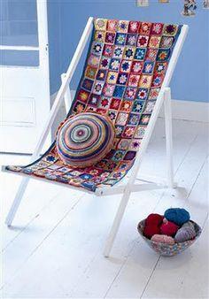 Crochet a deckchair seat cover -- pretty, but lots of yarn Love Crochet, Crochet Granny, Diy Crochet, Crochet Blocks, Crochet Squares, Seat Covers For Chairs, Crochet Home Decor, Yarn Bombing, Crochet Projects