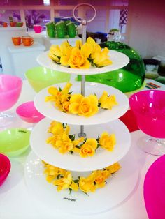 JellyBeans vackra vita 4-etagefat. Perfekt till bröllopet! White 4-level cakeplate from JellyBean Sweden for the perfect wedding! #jellybeansweden, http://www.jellybean.se/produkter/etagefat/4-etagefat/vitt-4-etagefat.html