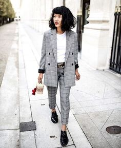 Wear Plaid Blazers To Go Office This Summer, Corduroy was a big fashion in the mid Plaid is such an excellent way to generate a plain outfit more lively. It's much less busy to have a look . Black Women Fashion, Big Fashion, Fashion Today, Street Fashion, Retro Fashion, Parisienne Chic, Men's Suits, Air Max 95, Nike Air Max
