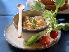 Bayrische Brezensuppe mit Zwiebeln und Radieschen ist ein Rezept mit frischen Zutaten aus der Kategorie Wurzelgemüse. Probieren Sie dieses und weitere Rezepte von EAT SMARTER!