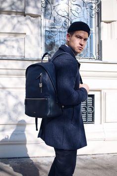 Skandinavisch inspirierter Streetstyle mit dunkelblauem Kurzmantel und Skagen Rucksack, Männerblog, Herrenmode, Outfitinspiration für Männer
