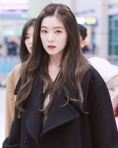 Irene-Redvelvet 190107 Incheon Airport from Japan Red Velvet アイリーン, Red Velvet Irene, Seulgi, Kpop Girl Groups, Kpop Girls, Korean Girl, Asian Girl, Asian Woman, Red Velvet Photoshoot