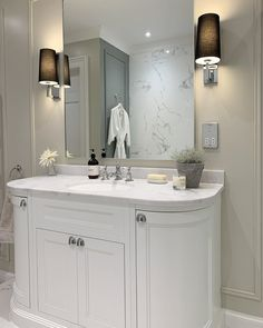 Bathroom Mirror Design, Bathroom Vanity Units, White Vanity Bathroom, Bathroom Design Luxury, Beach House Bathroom, Loft Bathroom, Upstairs Bathrooms, Master Bathroom, Family Bathroom