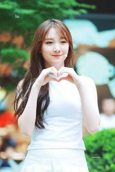 PLEDIS GIRLZ - Kim MinKyung #김민경 #민경 160729 #플레디스걸즈 Kim Min Kyung, Japanese Kimono Dress, Pledis Girlz, Pledis Entertainment, Kpop Girls, Kdrama, Celebrities, Beauty, Dresses