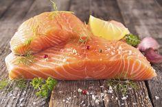 Truco de cocina para que sepas como aprovechar un lomo de salmón preparando distintos cortes para los distintos platos que quieras hacer.
