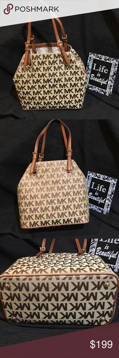 NWT Michael KORS Jet Set Grab Bag Tan Purse NWT Michael KORS Jet Set Grab Bag Tan Purse. Measures approx 13x12x7 inches. The handles are approx 7 1/2-9 1/2 adjustable.   Michael KORS Kors  Jet Set Tote Purse Gift Holiday Michael Kors Bags Totes