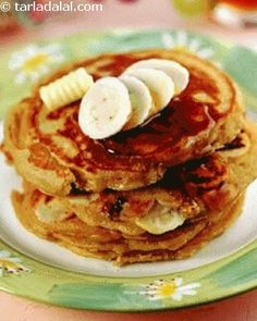 These delicious breakfast pancakes are enriched with wheat bran, bananas and milk and are perfect for brunch. Bananas and milk provide you with all the energy needed to carry out your regular activities. They also increase the calcium and protein levels of the recipe. Most of us consider waffles...