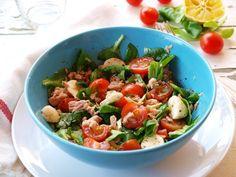 Tonhalas+saláta Kung Pao Chicken, Mozzarella, Potato Salad, Potatoes, Ethnic Recipes, Meat, Food, Beef, Meal