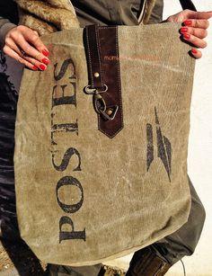 Bolso hecho a mano tela de sacas de correos y cueros reciclados. www.mambonamambo.com