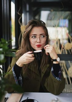 This Healthy Workplace Month, Reset your Corporate Wellness - Outfit inspiration - Brille Glasses Outfit, Cute Glasses, Girls With Glasses, Girl Glasses, Hipster Glasses, Glasses Style, Makeup With Glasses, Glasses Sun, New Glasses