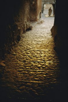 A passageway in Algeria. Photograph by Thomas J. Abercrombie, National Geographic Creative (year unknown)