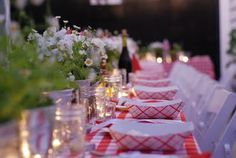 Red Gingham theme for outdoor BBQ.  Cute website, too.