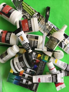 Win $300 worth of Acrylic Paints and Mediums!