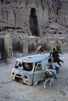 THE DESTRUCTION OF MEMORY: RUINS OF THE BUDDHAS OF BAMIYAN, AFGANISTAN - STEVE…