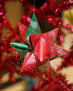 Tutorial for origami star ornaments -- 16 point 3D star, just like Land of Nod's Supernova ornaments and tree topper!