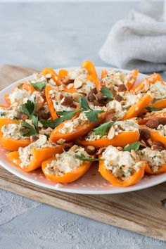 Appetizer Recipes, Appetizers, Ras El Hanout, Caprese Salad, Lunch Time, Thai Red Curry, Buffet, Yummy Food, Snacks