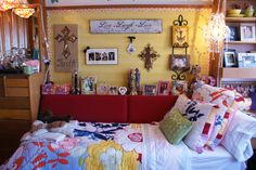 Texas Tech dorm room - best dressed space 2010 winner never ever seem my bed spread anywhere else ever ! Texas Tech Dorm, Dorm Life, College Life, College Years, Cute Dorm Ideas, Cyber Monday, Dorm Room Styles, College Dorm Decorations, Teen Bedroom