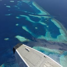 The toe of the #Wipline 13000 #DHC6 #TwinOtter #Seaplane float over Vaavu Atoll #Maldives.  #AviaTube #Aviation #Flying #Aircraft #Airplane #Airport #Flight #Avgeek #Travel #Planespotting #Pilot #Instagramaviation #Lifewelltravelled #BarefootPilots #Aviator #Instapassport #Crewlife #Expat