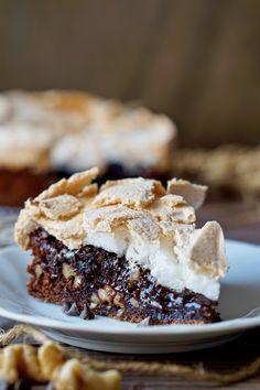 TORTA AL CIOCCOLATO E MERINGA La Torta al Cioccolato e Meringa è un dolce Bellissimo, Delizioso e di Classe ma risulta essere, allo stesso tempo, molto Sem