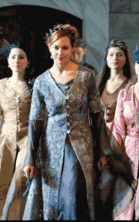 Gold And Black Dress, Period Costumes, Period Dramas, Luxury Life, 16th Century, Awkward, Fur Coat, Actors, Oc