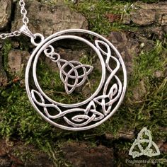 I Love Jewelry, Hair Jewelry, Beaded Jewelry, Jewelry Design, Wicca Wand, Celtic Necklace, Celtic Heart, Triquetra, Celtic Tattoos