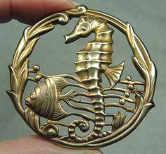 LG BRASS PICTURE BUTTON ~ SEAHORSE & FISH SCENE W/ SEAWEED BORDER    METAL