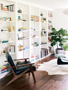 This IKEA Billy Bookcase Hack Makes Them Look Like Custom Built-Ins - Finja - This IKEA Billy Bookcase Hack Makes Them Look Like Custom Built-Ins how to hack a wall of Billy Bookcase built-ins - Built In Shelves Living Room, Bookshelves In Living Room, Bookcase Wall, Bookshelves Built In, Ikea Living Room Storage, Bedroom Bookcase, Custom Bookshelves, Large Bookcase, Lego Bedroom