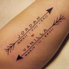 tatuajes para parejas, los nombres de la pareja con la fecha , pequeño corazón, flechas