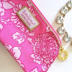 "NWOT Lilly Pulitzer Makeup Bag NWOT Pink Lilly Pulitzer for Estée Lauder Makeup/Cosmetic Bag // gold metallic trim and zipper // never used // no stains // still has protective cover over the zipper pull // size is 4.5"" x 9.5"" // non-smoking home ........ 20% off 2+ Bundles // Same Day or Next Day Shipping!!  3.19.12 //NECKLACE for sale in separate post!! Lilly Pulitzer Bags Cosmetic Bags & Cases"