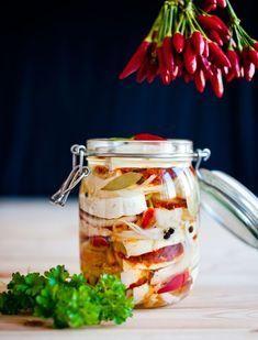 Naučte se připravit luxusní nakládané sýry! - Proženy Kefir, Healthy Foods To Eat, Healthy Recipes, Modern Food, Czech Recipes, Homemade Gifts, Bon Appetit, Pickles, Appetizers