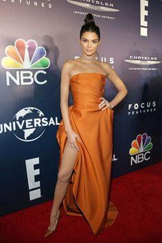 Kendall Jenner, i look street style più hot Orange Gown, Burnt Orange Dress, Golden Globes After Party, Drape Gowns, Draped Dress, Look Street Style, Kendall Jenner Outfits, Kylie Jenner, Festa Party