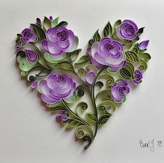 Image may contain: flower Paper Quilling Cards, Arte Quilling, Paper Quilling Flowers, Paper Quilling Patterns, Origami And Quilling, Quilled Paper Art, Quilling Craft, Paper Flowers Diy, Quilling Work