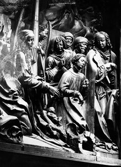 Carved figures on the choir stalls of the St. George Choir - Photographer: Walter Hege- ca. 1941