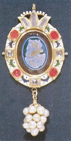 The stunning Barbour Jewel of Elizabeth I. By an unknown artist, circa 1585.