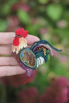 Bead Embroidery Jewelry, Beaded Embroidery, Beaded Jewelry, Beaded Brooch, Crochet Earrings, Brooches Handmade, Handmade Jewelry, Beaded Animals, Beading Projects